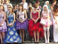 Ультракороткое платье кислотного цвета на выпускном вечере.-neobychnoe-platje-na-vypusknoj-chast-foto_36679_s__1-jpg