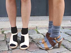 Носки с босоножками или сандалиями.-5207fdd609424-jpg