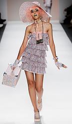Betsy Johnson - мода для молодежи.-samye-yarkie-obrazy-s-pokaza-betsey-johnson-3-jpg