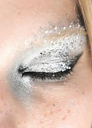 Новогодний макияж в год Козы. Каким он должен быть?-18_primerov_novogodnego_makiyazha_s_ispolzovaniem_glittera_i_shimmera12-jpg
