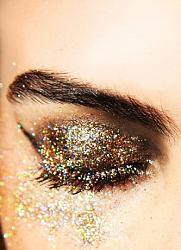 Новогодний макияж в год Козы. Каким он должен быть?-18_primerov_novogodnego_makiyazha_s_ispolzovaniem_glittera_i_shimmera16-jpg