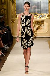 Тренд сезона - вязаные платья от John Galliano и Valentino-trend-knit-dress-5-les-copains-milan-500x750-jpg