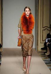 Натуральный мех в одежде-shuby_maurizio_pecoraro_osen_2013_zima_2014-jpg