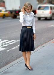 С чем носить плиссированную шерстяную юбку-s_chem_nosit_plissirovannuyu_yubku_do_kolena_5-jpg