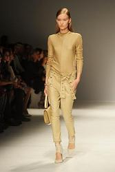 Какие капри сейчас самые модные-modnye-kapri-2013-foto7-jpg
