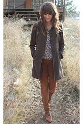 С чем носить коричневые брюки-brown-corduroy-bella-dahl-pants_400-jpg