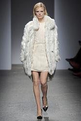 Светлые вещи-1380205105_season_2013_2014_its_time_to_choose_a_fashionable_fur_coat_16-jpg