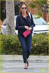 Звездный стиль - Джулии Робертс-emma-roberts-promotes-vans-before-aunt-julia-roberts-shops-theodore-man-05-jpg