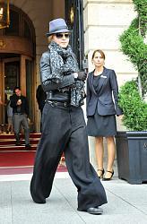 Звездный стиль - Мадонны-madonna-pants-shorts-slacks-gv9qzemk5i9l-jpg