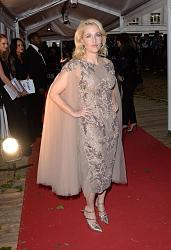 Платья Glamour Women Of The Year Awards 2015-dzhillian-anderson-4-jpg