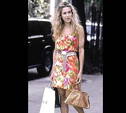 Кэри Бредшоу- как вам ее стиль?-ep28_carrie_street_floraldress-jpg