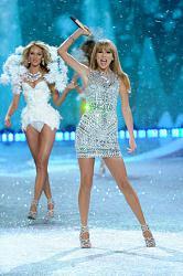 Victoria's Secret Fashion Show 2013 - Снежные ангелы-victorias-secret-fashion-show-2013-13-jpg