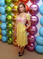 Ева Мендес в красивом кружевном платье-eva-mendes-jpg