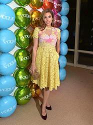 Ева Мендес в красивом кружевном платье-eva-mendes-1-jpg